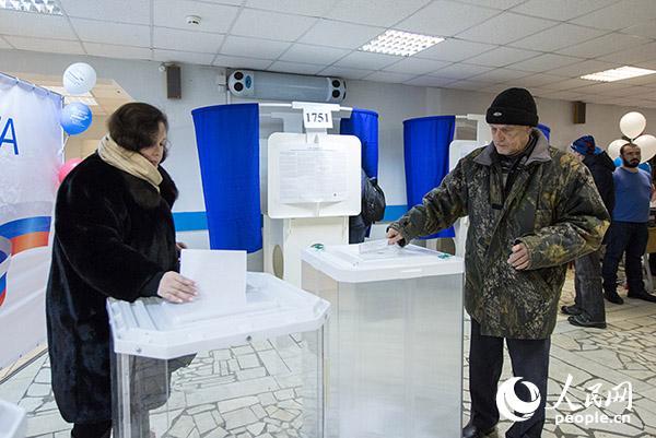 俄罗斯总统大选日 9.7万个投票点迎接选民投票(人民网记者 屈海齐 摄)
