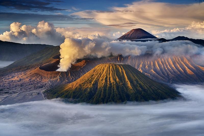 """缅甸的摄影师kyaw win hlaing作品:印尼东爪哇岛的布罗莫火山,""""布罗莫"""