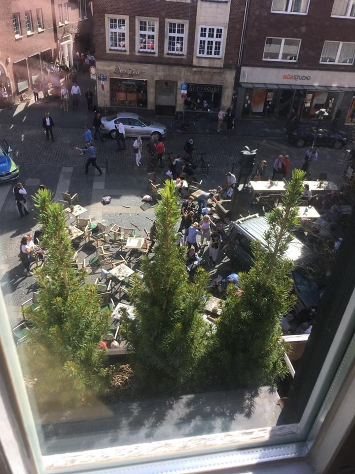 德国发生汽车冲撞人群事件已致3人死亡多人受伤