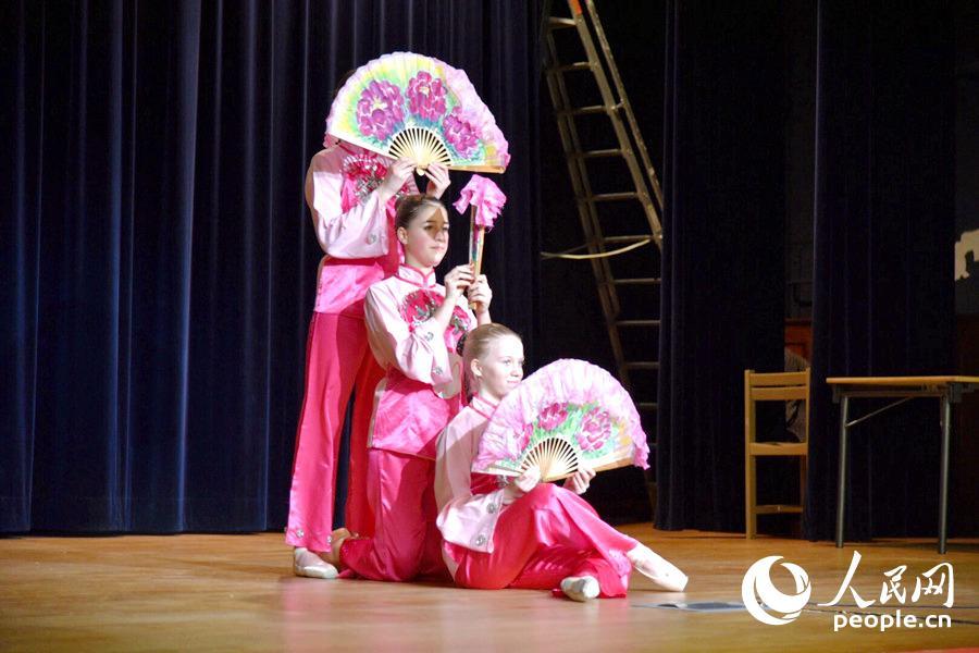 """第十一届""""汉语桥""""世界中学生中文比赛法国预选赛在巴黎举行"""