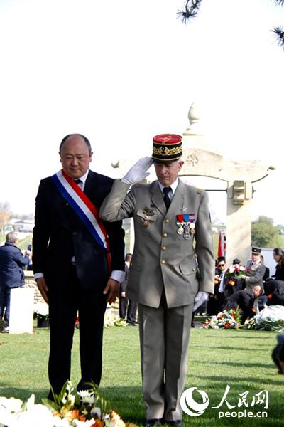 法国国民议会议员、将军悼念一战华工。李永群摄