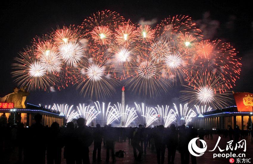 朝鲜燃放烟花庆祝太阳节