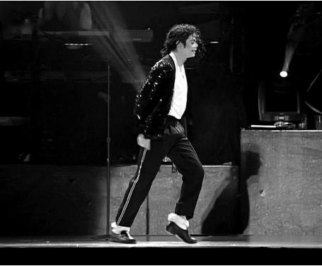 """杰克逊""""太空步""""首秀皮鞋将拍卖  保守估价1万美元"""