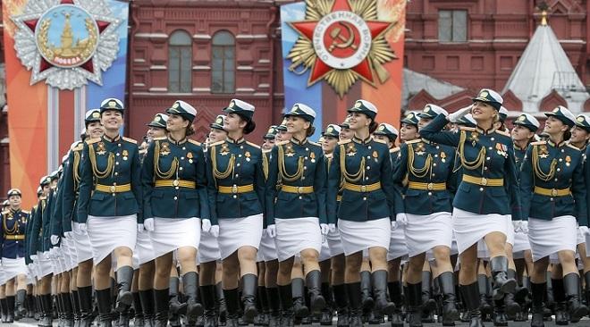 俄罗斯举行胜利日阅兵彩排 女兵英姿飒爽满屏大长腿