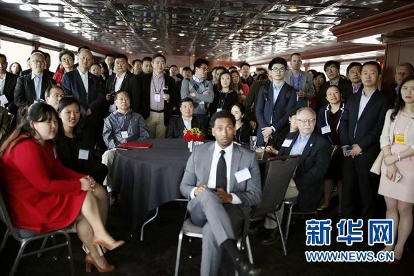 """6日,在美国底特律,出席""""中国周""""招待会的中美双方政商代表。新华网记者 汪平摄"""