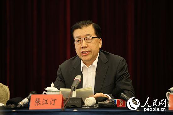 山东省委常委、青岛市委书记张江汀介绍上海合作组织青岛峰会筹备情况。(人民网记者李彤 摄)