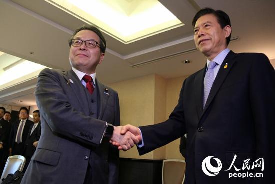 商务部部长钟山在东京会见日本经济产业大臣世耕弘成