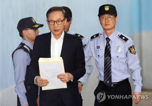李明博涉贿案在第417号大法庭首次庭审