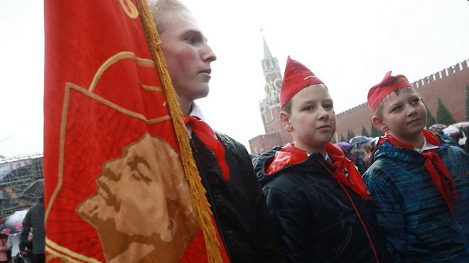 满满的战斗气息!俄罗斯少先队员入队仪式
