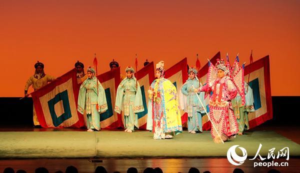 6月9日,京剧《楚汉春秋》在东京上演剧照。人民网记者刘军国 摄