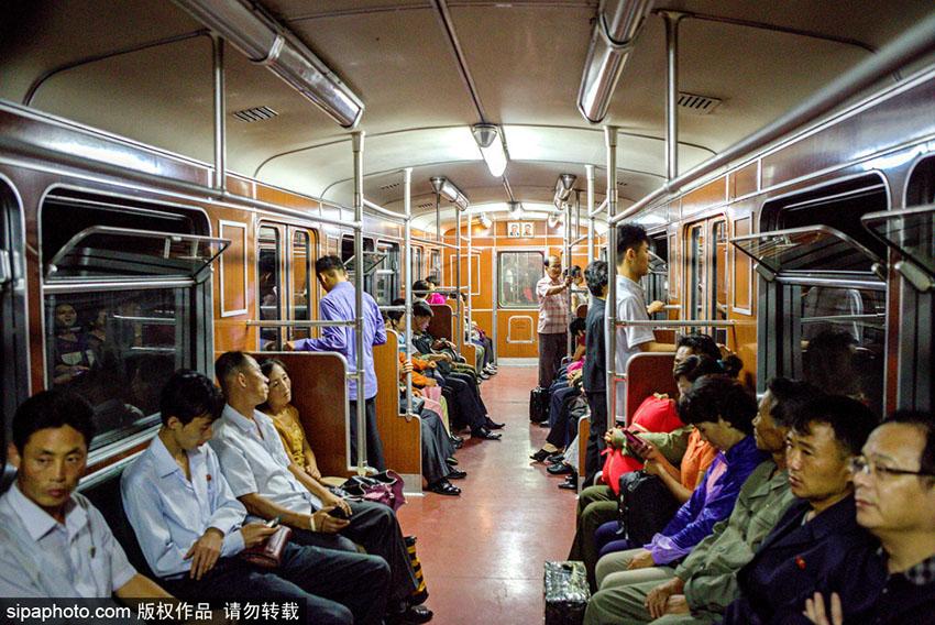 世界最深!探访朝鲜平壤地铁