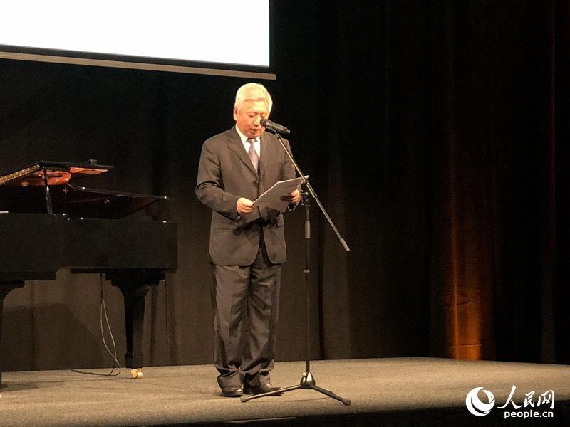 中国驻匈牙利大使段洁龙致辞并宣布画展开幕。