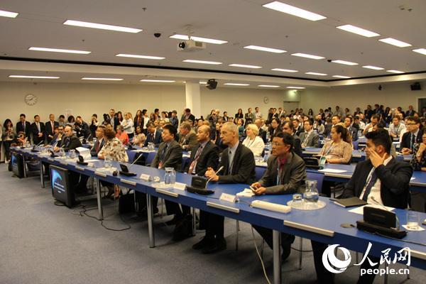 加拿大、哈萨克斯坦、新西兰、挪威、阿尔巴尼亚、巴西等60多国常驻维也纳联合国使节和外交官,以及联合国和各国航天机构代表等共200多人出席宣介会。人民网记者 冯雪珺摄