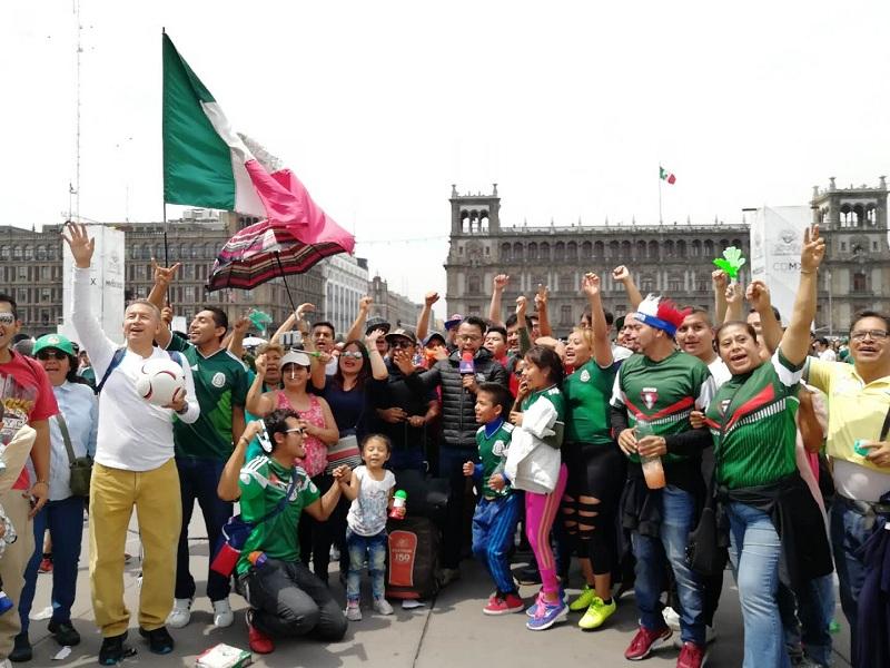 高清组图:7万球迷齐聚宪法广场为墨西哥队助威