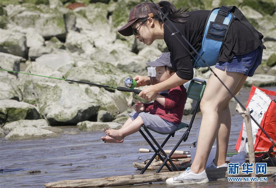 加拿大里士满市举办年度钓鲇鱼大赛