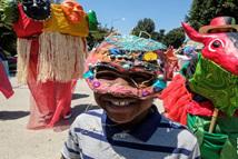 洛杉矶举行面具节