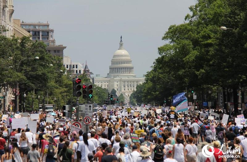 全美数十万人游行抗议特朗普政府移民政策