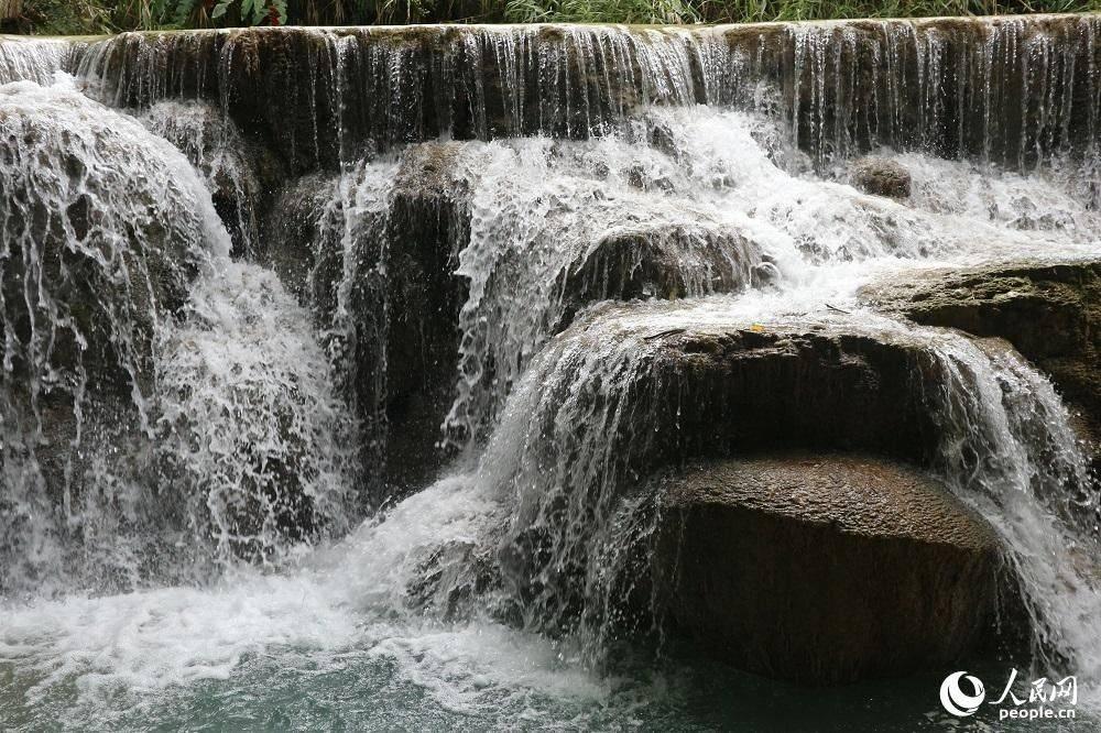 """观老挝光西瀑布美景""""清凉一夏"""""""