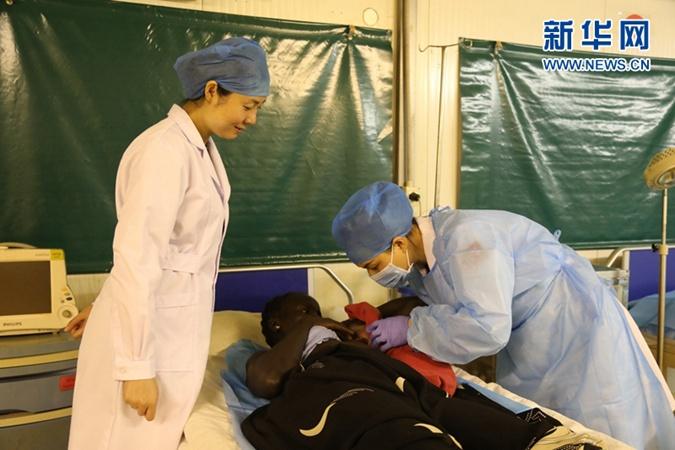 在期盼和平中降生——中国赴南苏丹维和医疗分队为难民营产妇接生
