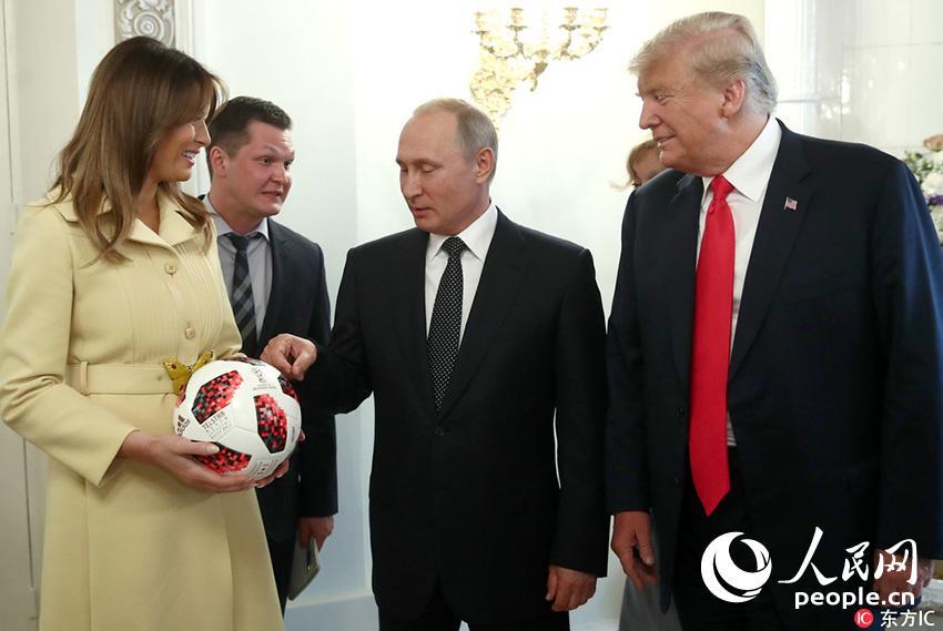 普京送特朗普足球