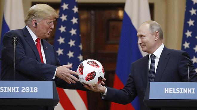 美俄首脑举行联合记者会 普京赠送特朗普世界杯用球