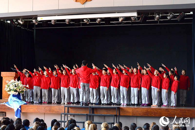 清华附小为南非学校展示中国合唱。人民网 刘畅 摄