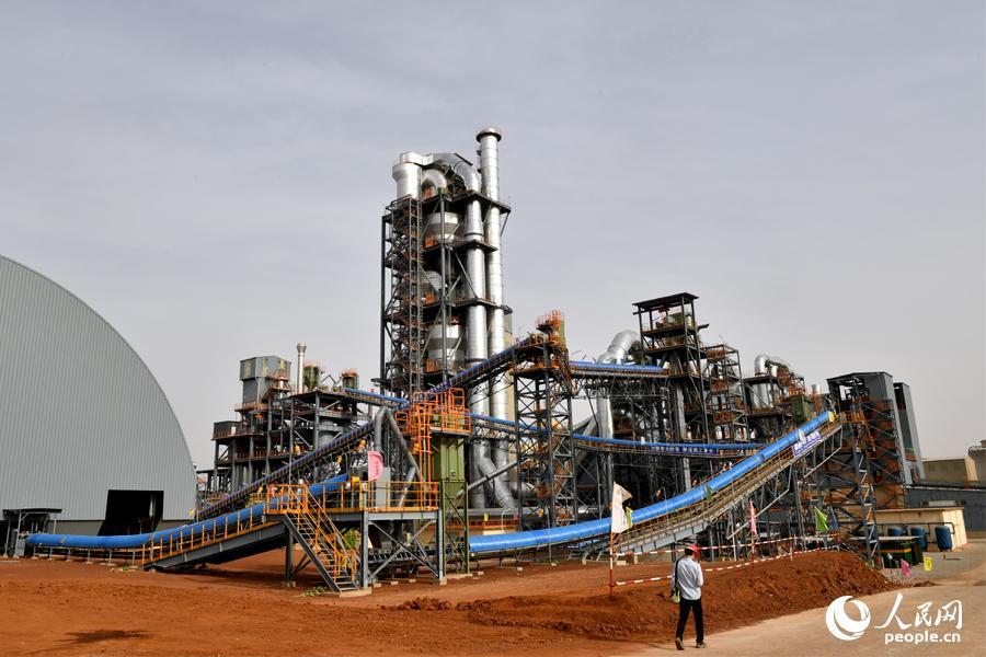 7月17日,中材建设承建和运营的尼日利亚索科托水泥厂正式开工。     李 凉摄