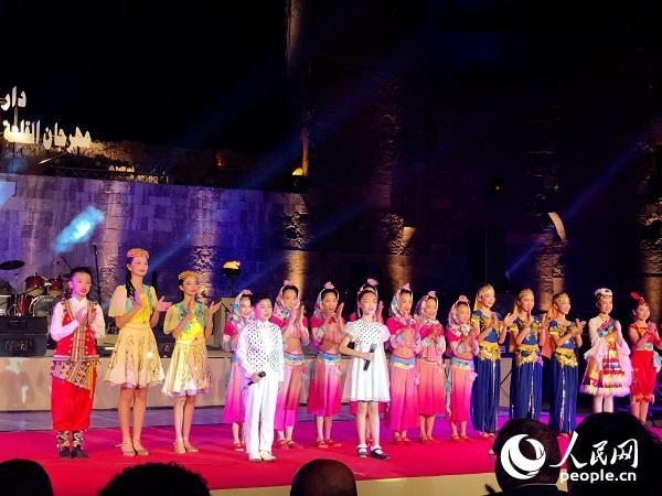 中国小演员在埃及古城堡音乐歌唱艺术节表演