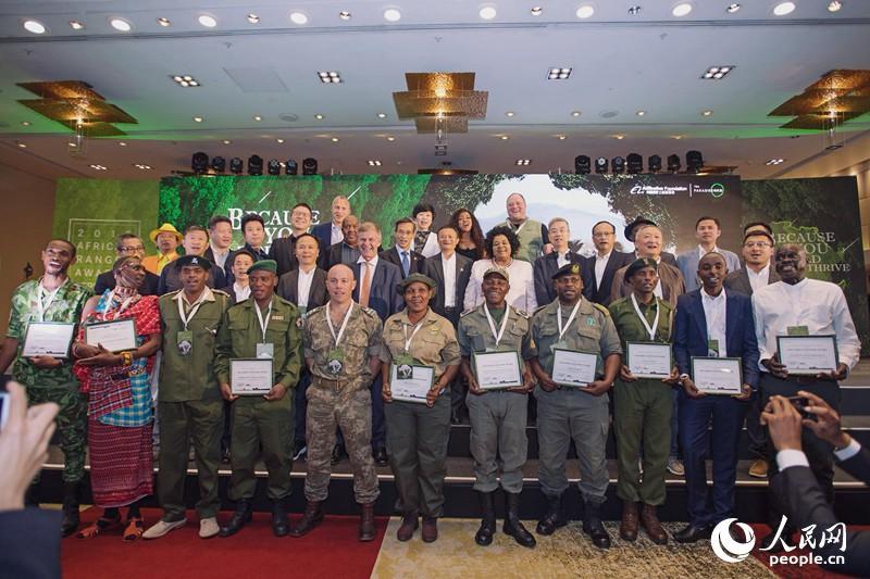 2018年非洲野生动物巡护员奖颁奖仪式在南非开普敦举行。来自17个非洲国家的50名一线野生动物巡护员获奖。
