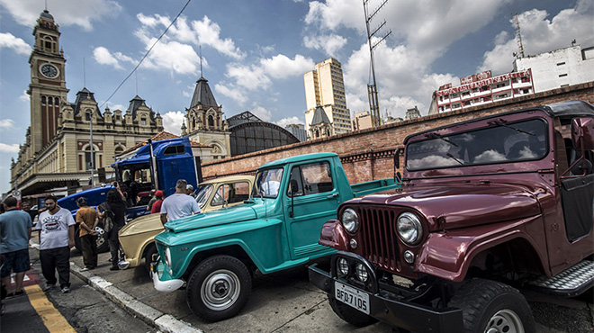 超百辆古董汽车在巴西圣保罗集会展出
