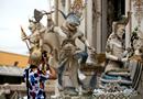 曼谷庙宇惊现动漫雕像