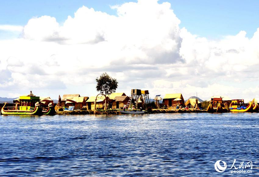 的的喀喀湖上的乌鲁斯浮岛群 于世文 摄