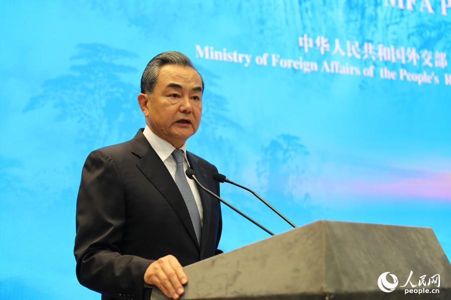 国务委员兼外交部长王毅致辞。贾文婷摄影