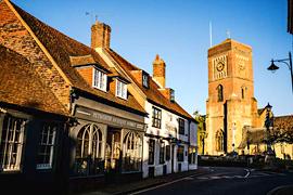 英国小镇魅力:鹅卵石街道、隐藏的小巷
