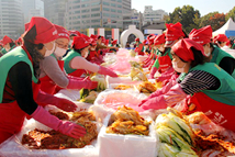 """首尔举办""""越冬泡菜文化节"""""""