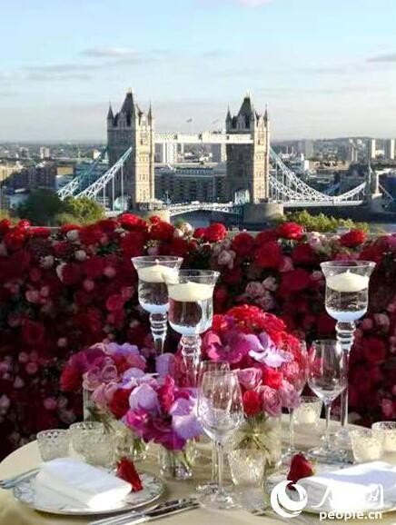 从酒店阳台可以眺望伦敦塔