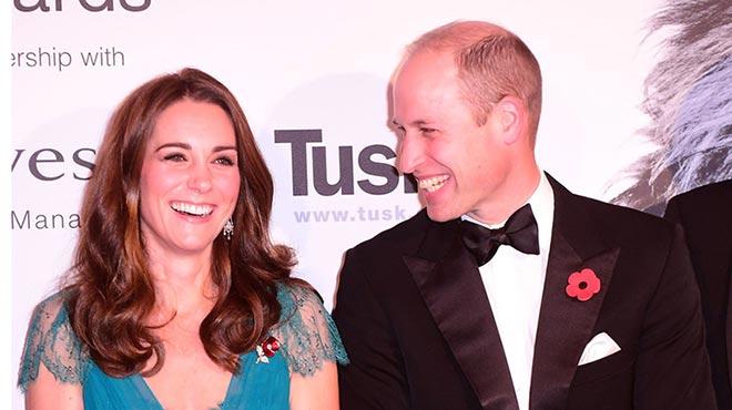 威廉王子夫妇出席颁奖礼 凯特王妃蓝色华服优雅亮相
