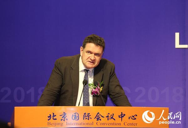 国际翻译家联盟主席凯文・夸克在大会上致辞 人民网记者 尚凯元摄