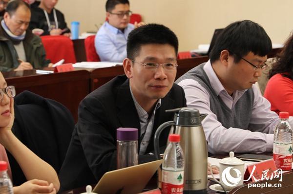 中间党校国际战略钻研院世界经济钻研所副主任、教授陈建奇在论坛上说话 (贾文婷 摄)