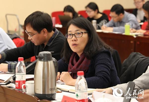中国国际题目钻研副钻研员金玲在论坛上说话 (贾文婷 摄)