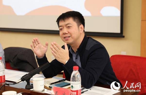 中国人民大学重阳金融钻研院实走院长、教授王文在论坛上说话 (贾文婷 摄)