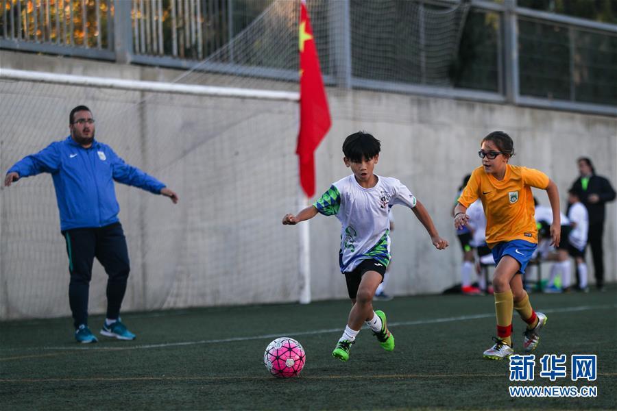 在西班牙学足球
