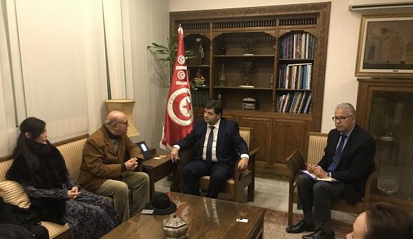 突尼斯旅游部长会见公共外交代表团