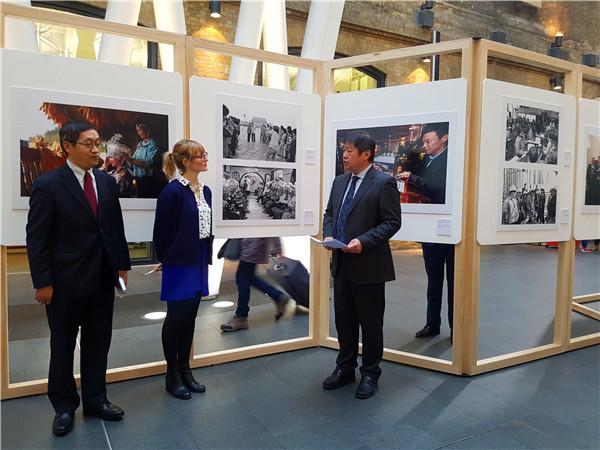"""""""变革与梦想——中国改革开放40年""""图片展在伦敦开幕"""
