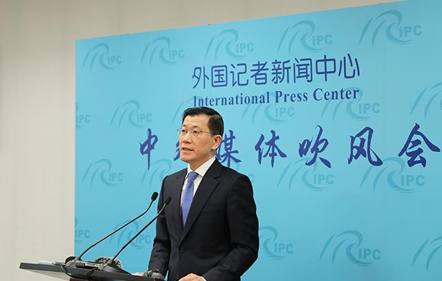 """外交部领事司:中国护照""""含金量""""不断提高公民出行更便利"""