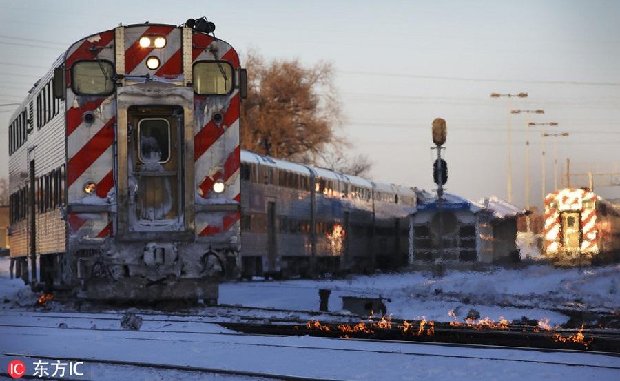 """零下52度极寒席卷美国 芝加哥政府""""火烧铁轨""""确保火车运行"""