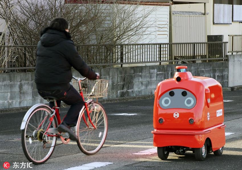 有点萌!日本邮政自动送货机器人试运行
