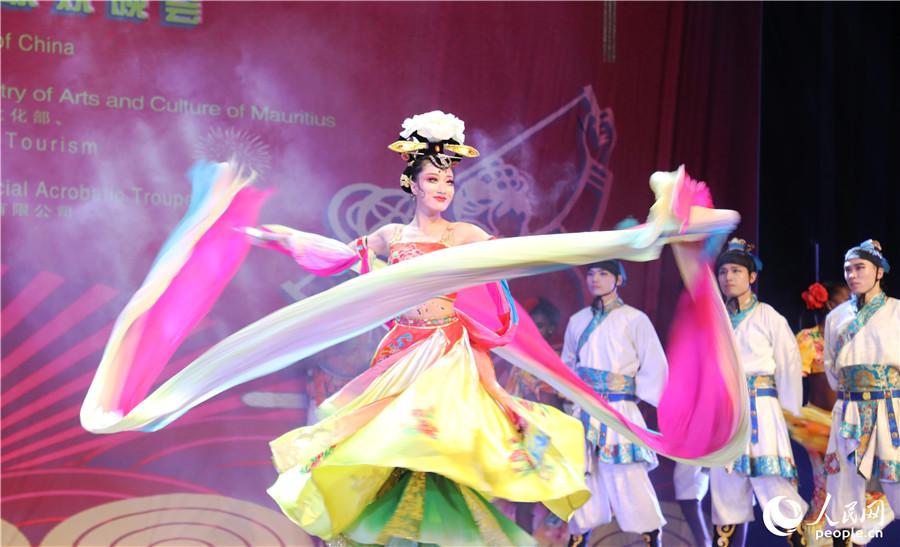 """.""""国风秦韵""""毛里求斯春节联欢晚会的舞蹈表演"""