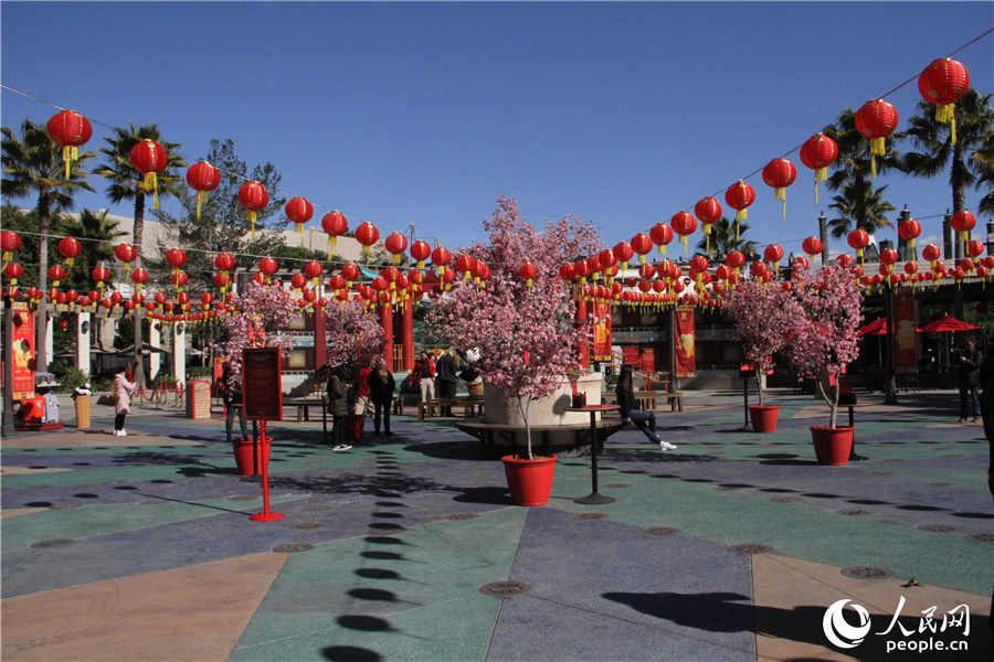 好莱坞环球影城欢乐庆春节