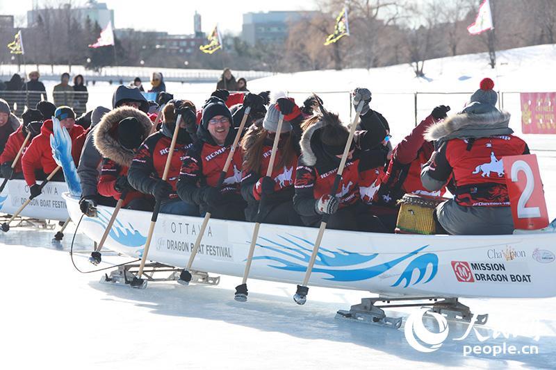 渥太华举行第三届冰上龙舟赛【2】